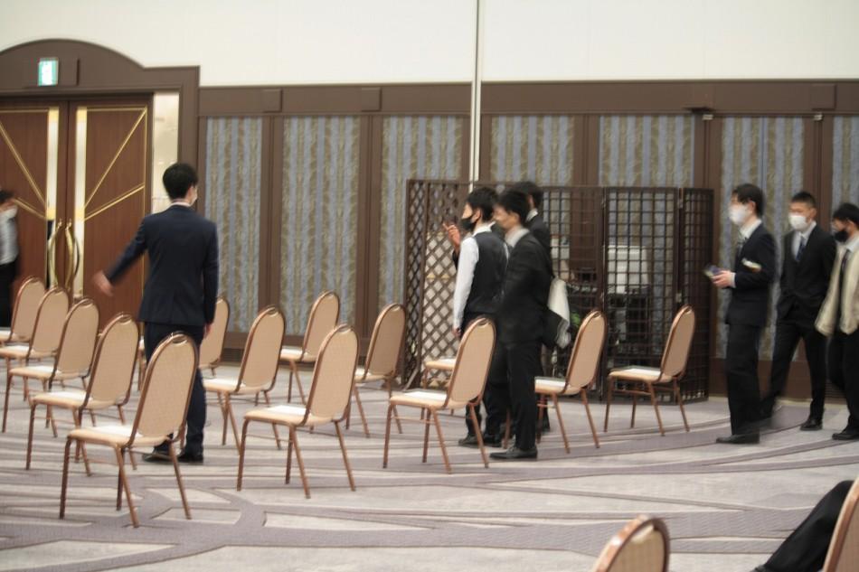 日本モータースポーツ専門学校大阪校の卒業式開場です