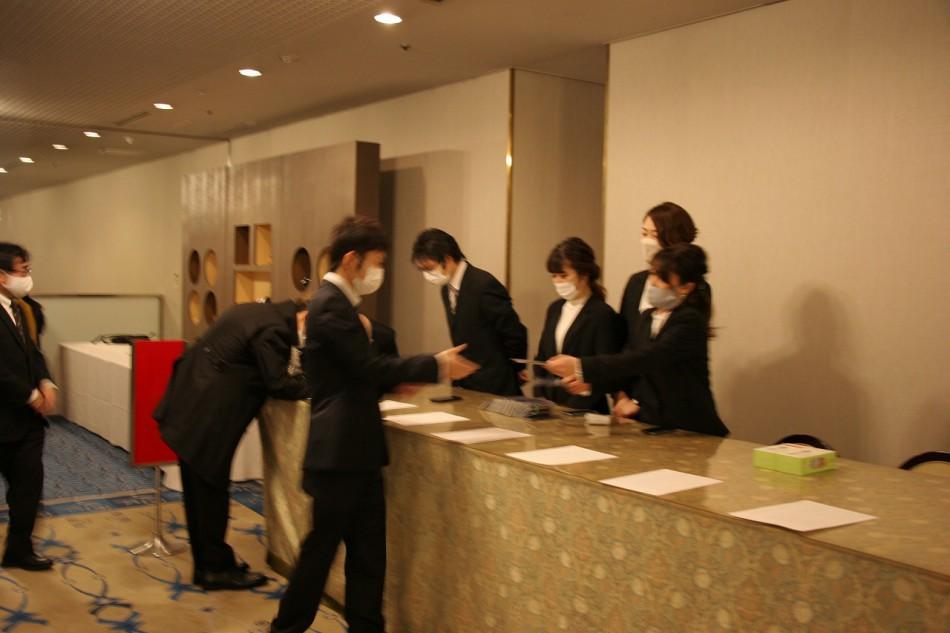 日本モータースポーツ専門学校大阪校の卒業式の受付